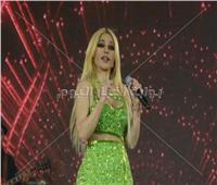 صور| إطلالة مُثيرة وشعر أصفر.. هيفاء وهبي تتألق في أولى حفلاتها بـ2020