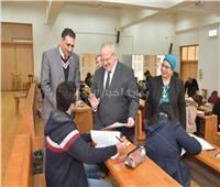 رئيس جامعة القاهرة يتفقد سير امتحانات الفصل الدراسي الأول.. اليوم