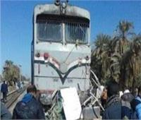 تصادم قطار أسوان بعربة «نصف نقل» بمزلقان بلانة