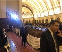 وزير الكهرباء يصل كاتدرائية «ميلاد المسيح»