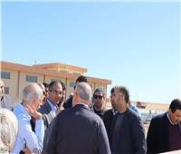 صور| نائب وزير الإسكان يتفقد مشروعات مياه الشرب والصرف الصحي بالبحر الأحمر