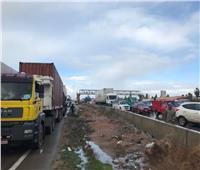 صور| حادث تصادم يوقف حركة المرور بطريق الإسكندرية الصحراوي