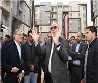 صور  وزير الإسكان ومحافظ المنيا يتفقدان الوحدات السكنية بمشروع «سكن مصر» في المينا