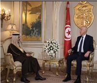 خادم الحرمين يدعو الرئيس التونسي لزيارة السعودية