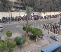صور  صفوف للصلاة خارج أسوار جامعة الأزهر.. تعرف على السبب