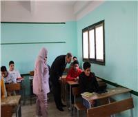 محافظ كفر الشيخ يتفقد اللجان وأداء الطلاب امتحانات التابلت بـ82 مدرسة