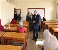 رئيس جامعة الأزهر يتفقد سير الامتحانات بكليتي الهندسة بمدينة نصر