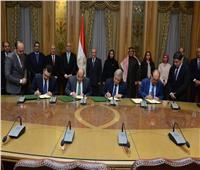 العصار والجزار يشهدان مراسم توقيع اتفاق تأسيس شركة لإنتاج الأنابيب