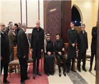 بالفيديو.. حسين الجسمي يساند إيهاب توفيق في عزاء والده