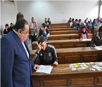 رئيس جامعة حلوان يتفقد ويتابع سير امتحانات الفصل الدراسي الأول