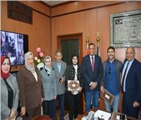 محافظ الدقهلية يكرم «مهندس» أنقذ الكتب والمخطوطات التاريخية في أحداث 25 يناير