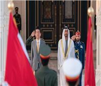 محمد بن زايد يستقبل رئيس وزراء اليابان