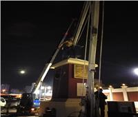بالصور| أطاحت به «العواصف».. رفع تمثال «لاعب الكرة» من أمام إستاد الإسكندرية