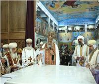 البابا تواضروس يدشن ٥ مذابح بكنيسة الأنبا شنودة في طهطا