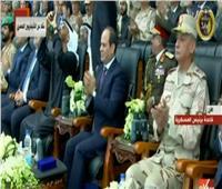 فيديو| محمد بن زايد يلتقط بهاتفه صورة لطائرات حربية ترسم علم مصر بافتتاح قاعدة برنيس