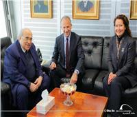 صور| السفير الأمريكي يزور مكتبة الإسكندرية