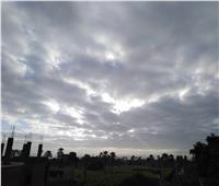 الغيوم تكسو سماء قنا.. والطقس شديد البرودة ليلاً