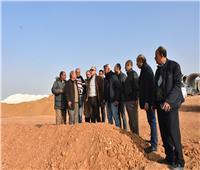 صور| قيادات الإسكان يتفقدون مشروعات الطرق والمرافق بالقاهرة الجديدة