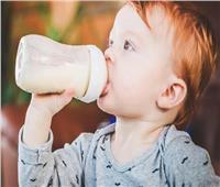صحة طفلك.. لهذه الأسباب «اللبن البقري» ممنوع «قبل وبعد» عمر عام