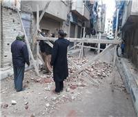 بالصور|انهيار جزئي لعقار من 4 طوابق في الإسكندرية بسبب الأمطار