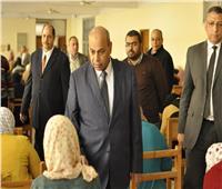 رئيس جامعة المنيا يتابع سير امتحانات «الفنون» و«دار العلوم»