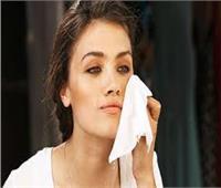 5 أضرار لاستخدام «المناديل المبللة» في إزالة المكياج والعرق