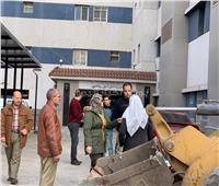 رئيس مدينة قها تتفقد أعمال النظافة بجوار المستشفى المركزي