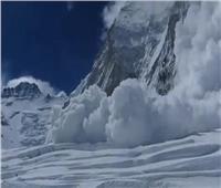 الثلوج الكثيفة تعيق جهود البحث عن 4 كوريين جنوبيين و3 نيباليين فقدوا في انهيار جليدي
