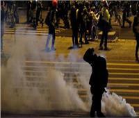 شرطة هونج كونج تطلق الغاز المسيل الدموع لتفريق آلاف المتظاهرين