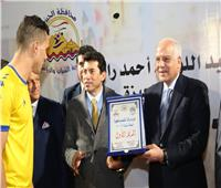 """وزير الرياضة يتوج """"أبو النمرس"""" بطلاً لدوري مراكز الشباب بالجيزة"""