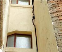 تصدع 6 منازل خلال حفر أساس برج مجاور في أسيوط
