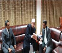 وزير الأوقاف يهدي نظيره الموريتاني أحدث إصدارات الوزارة العلمية