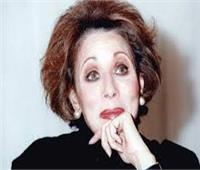 لبنى عبد العزيز تكشف سبب انهيارها في البكاء بعزاء الفنانة ماجدة