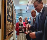 صور| محافظ القليوبية ورئيس جامعة بنها يفتتحان معرض شركاء في حب الوطن