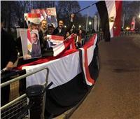 صور| أعضاء الجالية في إنجلترا أمام داوننج ستريت لتحية الرئيس عبد الفتاح السيسي