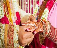 فيلم هندي.. والد العريس ووالدة العروس يهربان ليتأجل الزفاف