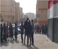 طلاب الأول الثانوي يؤدون امتحان الأحياء في آخر أيام الامتحانات