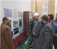 صور وفيديو| أمين البحوث الإسلامية يتعرف على تاريخ مخطوطات الأزهر بمعرض الكتاب