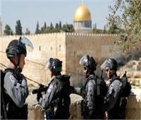 الاحتلال الإسرائيلي يعتدي على المصلين بالأقصى ويعتقل مدنيين