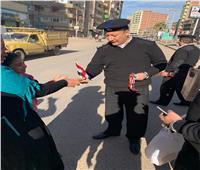 الشرطة توزع الحلوى والأعلام على المواطنين في الغربية