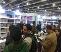 صور| إقبال كبير على جناح دار الإفتاء بمعرض القاهرة الدولي للكتاب