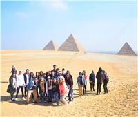أبناء المصريين بالخارج يزورون أهرامات الجيزة والمتحف المصري بالتحرير