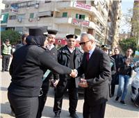 محافظ القليوبية يوزع الورود على ضباط الشرطة في عيدهم