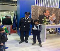 جمهور معرض الكتاب يحتفلون بعيد الشرطة
