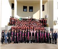 «طب المنصورة» تحتفل بتخرج 122 طالب ماليزيوسنغافوريببرنامج مانشستر