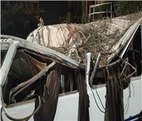 إصابة ١٧ شخصا فى تصادم بين سيارتي ميكروباص بطريق السادات
