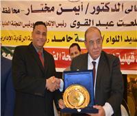 اتحاد الجمعيات الأهلية يكريم محافظ الدقهلية لدوره في مكافحة الفساد