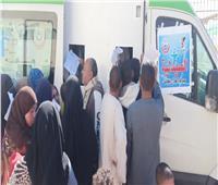 توقيع الكشف الطبي على 1746 حالة خلال قافلة بمركز بني مزار في المنيا