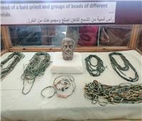 اكتشاف ١٦ مقبرة تحوي ٢٠ تابوتا وعددًا من المومياوات بتونا الجبل