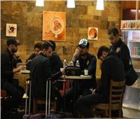 بعثة الأهلي تتوافد على مطار القاهرة استعدادًا لرحلة السودان